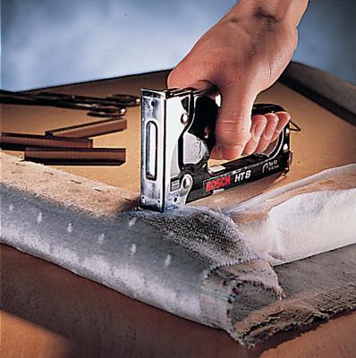 Механический степлер Bosch HT 14 (2.609.255.859) - в работе