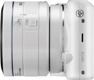 Беззеркальный фотоаппарат Samsung NX2000 (EV-NX2000BFWRU) White - вид сбоку