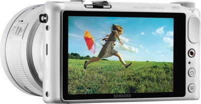 Беззеркальный фотоаппарат Samsung NX2000 (EV-NX2000BFWRU) White - общий вид