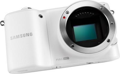 Беззеркальный фотоаппарат Samsung NX2000 (EV-NX2000BFWRU) White - вид без объектива