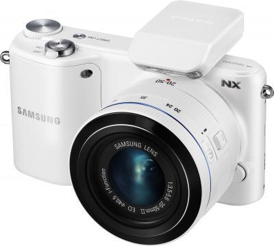 Беззеркальный фотоаппарат Samsung NX2000 (EV-NX2000BFWRU) White - с внешней вспышкой