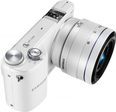Беззеркальный фотоаппарат Samsung NX2000 (EV-NX2000BFWRU) White - вполоборота