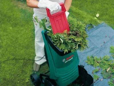 Садовый измельчитель Bosch AXT Rapid 2000 (0.600.853.500) - в работе