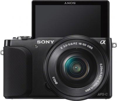 Беззеркальный фотоаппарат Sony NEX-3NL (Black) - фронтальный вид с повернутым дисплеем