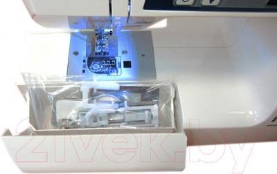 Швейная машина Janome PS700 - отсек для аксессуаров