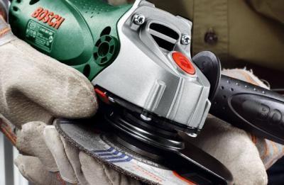 Угловая шлифовальная машина Bosch PWS 720-115 (0.603.164.022) - в работе