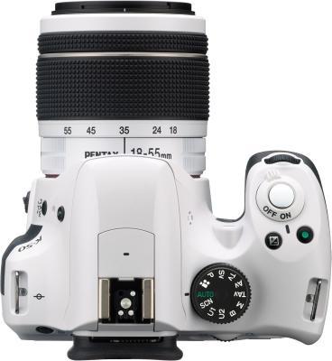 Зеркальный фотоаппарат Pentax K-50 Kit (DA L 18-55mm WR, белый) - вид сверху