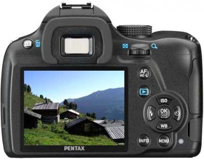 Зеркальный фотоаппарат Pentax K-500 Kit (DA L 18-55mm, Black) - вид сзади: дисплей