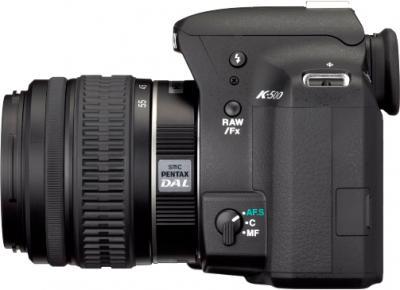 Зеркальный фотоаппарат Pentax K-500 Kit (DA L 18-55mm, Black) - вид сбоку