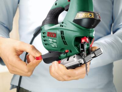 Электролобзик Bosch PST 900 PEL (0.603.3A0.220) - в работе