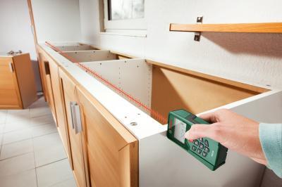 Дальномер лазерный Bosch PLR 25 (0.603.016.220) - в работе