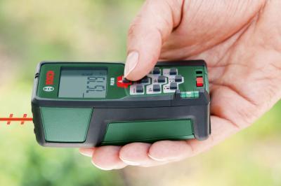 Дальномер лазерный Bosch PLR 50 (0.603.016.320) - в работе
