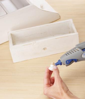 Профессиональный клеевой пистолет Dremel Glue Gun 910 (F.013.091.0JС) - в работе