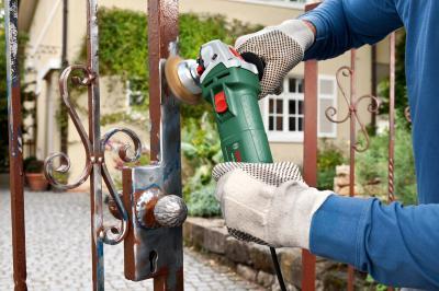 Угловая шлифовальная машина Bosch PWS 700-115 (0.603.3A2.020) - в работе