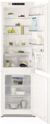 Холодильник с морозильником Electrolux ENN92803CW - общий вид