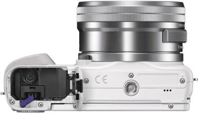 Беззеркальный фотоаппарат Sony NEX-3NLW - вид снизу