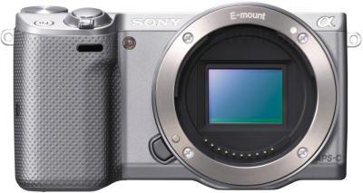 Беззеркальный фотоаппарат Sony NEX-5TLS - вид спереди без объектива