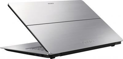 Ноутбук Sony Vaio SVF15N1M2RS - вид сзади