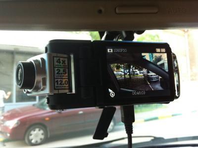 Автомобильный видеорегистратор ParkCity DVR HD 520 - в автомобиле