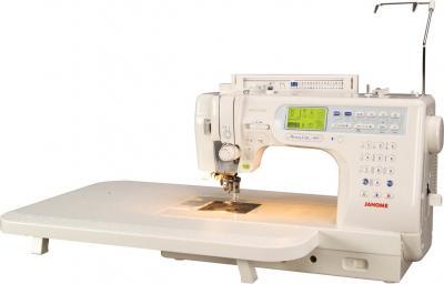 Швейная машина Janome Memory Craft 6600 Professional - общий вид со столом для расширения рабочей поверхности