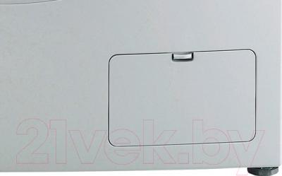 Стирально-сушильная машина LG F12A8CDP - окошко для очистки барабана