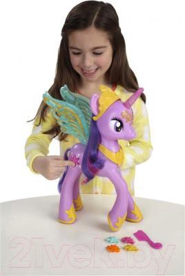 Игровой набор Hasbro My Little Pony Принцесса Твайлайт Спаркл (A3868) - ребенок с игрушкой