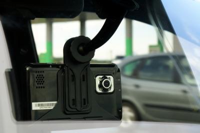 GPS навигатор Prestigio GeoVision 5850 HDDVR (PGPS5850CIS8HDDVRNV) - в автомобиле