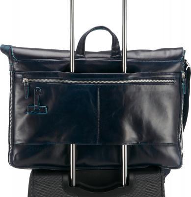 Сумка для ноутбука Piquadro Blue Square (CA2949B2/BLU2) - крепление на чемодане