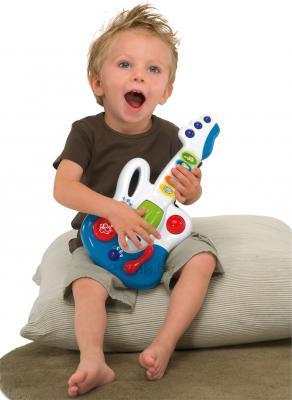 Музыкальная игрушка Chicco Гитара (60068) - ребенок с гитарой