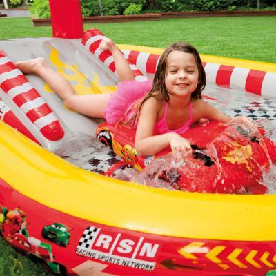 Водный игровой центр Intex 57134NP - спуск на надувной доске