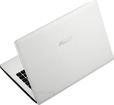 Ноутбук Asus X551CA-SX016D - вид сзади