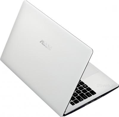 Ноутбук Asus X551CA-SX026D - вид сзади
