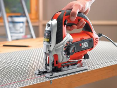 Электролобзик Black & Decker KS950SLK - в работе