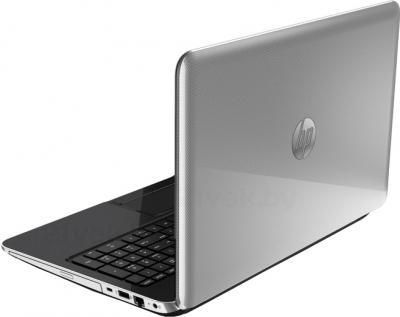 Ноутбук HP Pavilion 15-n001sr (E7F94EA) - вид сзади