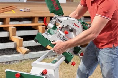 Стол для торцовочных пил Bosch PTA 2400 (0.603.B05.000) - в работе