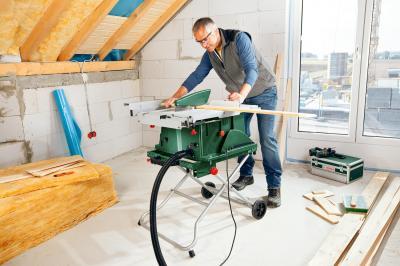 Стол для торцовочных пил Bosch PTA 2000 (0.603.B05.300) - в работе