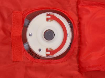 Кровать-манеж Caretero Medio Safari (Red) - механизм блокировки произвольного складывания