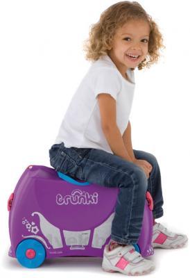 Детский чемодан Trunki Принцесса Пенелопа (0059-GB01-P1) - верхом на чемодане