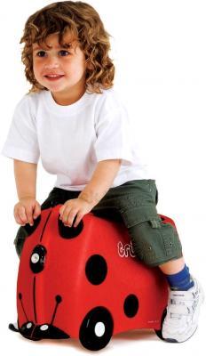 Детский чемодан Trunki Божья коровка (0092-GB01-P1) - верхом на чемодане