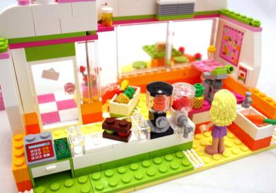 Конструктор Lego Friends 41035 Фреш-бар Хартлейк Сити - в баре