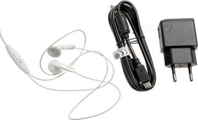 Смартфон Sony Xperia E1 Dual / D2105 (белый) - аксессуары