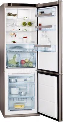 Холодильник с морозильником AEG S83200CMM0 - с открытой дверцей