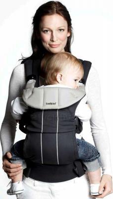 Сумка-кенгуру BabyBjorn Comfort Organic 0950.37 (черный) - ребенок в сумке