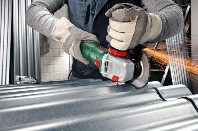 Угловая шлифовальная машина Bosch PWS 1000-125 CE (0.603.3A2.820) - в работе