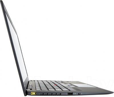 Ноутбук Lenovo ThinkPad X1 Carbon (20A7004DRT) - вид сбоку