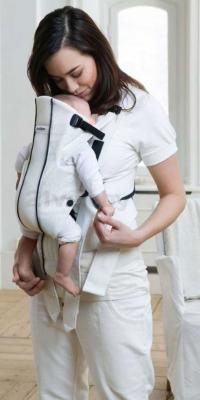 Сумка-кенгуру BabyBjorn Active Mesh 0250.01 (белый) - вариант переноски лицом к себе