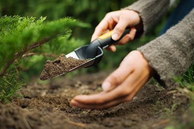 Совок садовый Fiskars 137200 - использование