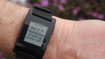 Интеллектуальные часы Pebble Technology Smartwatch (Black) - пример отображения уведомления