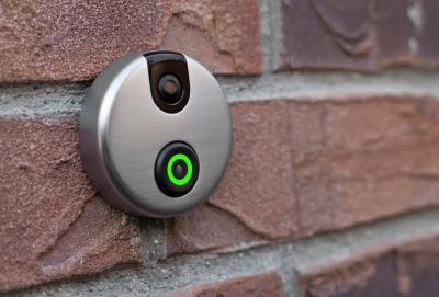 Дверной звонок-домофон Skybell Video Doorbell - в прикрепленном виде