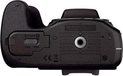 Беззеркальный фотоаппарат Sony ILC-E3500J - вид снизу